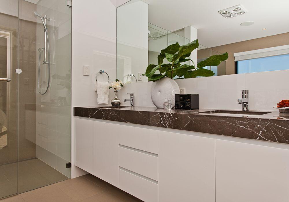 Marina Magnificence - Bathroom